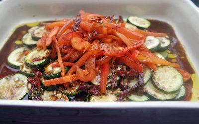 Salat aus gebratenem Gemüse