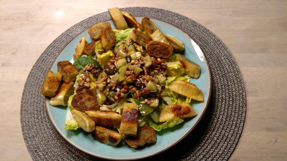 gebratene Maultaschen auf Salat