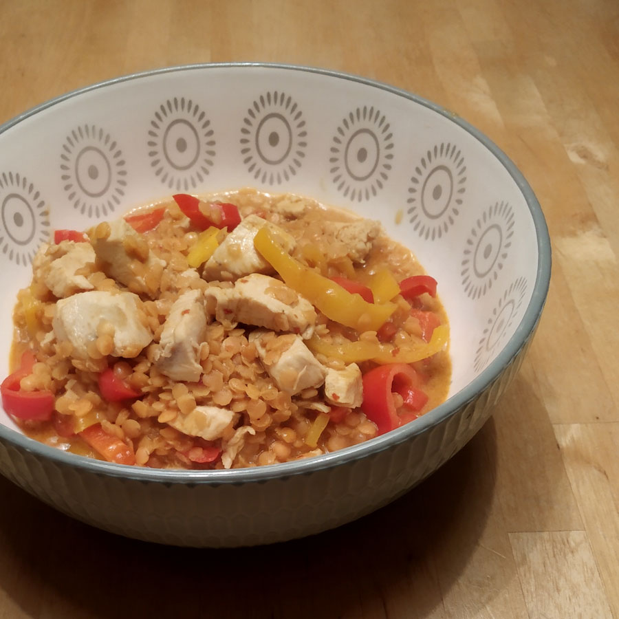 Linsencurry mit Hühnchen und Paprika