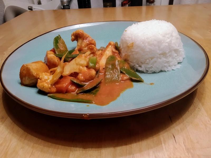 Erdnuss-Curry mit Hähnchen und Gemüse