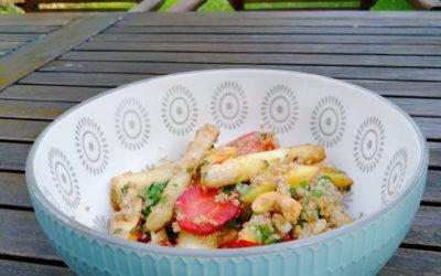 Spargelsalat mit Quinoa, Nektarinen und Erdbeeren