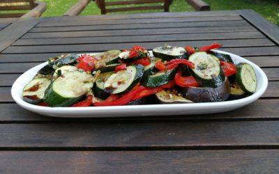 Pikanter Salat aus Ofengemüse