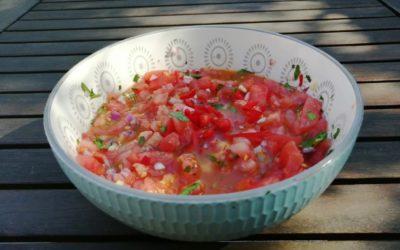Frisch und pikant – mexikanische Tomatensalsa